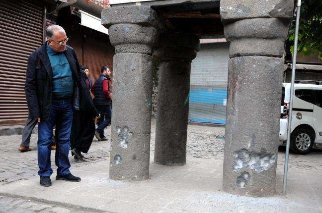 15-11/26/diyarbakirin-simgelerinden-tarihi-4-ayakli-minare-catismada-hasar-gordu_2939_dhaphoto1.jpg