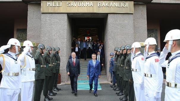 18-07/10/milli-savunma-bakani-hulusi-akar-gorevi-nurettin-canikli-den-devraldi-11893876.Jpeg