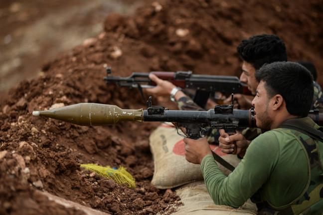18-10/13/idlibde-agir-silahlardan-arinan-cephelerde-muhalifler-elleri-tetikte-bekliyor_2939_dhaphoto10.jpg