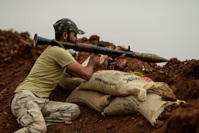 18-10/13/idlibde-agir-silahlardan-arinan-cephelerde-muhalifler-elleri-tetikte-bekliyor_2939_dhaphoto8.jpg