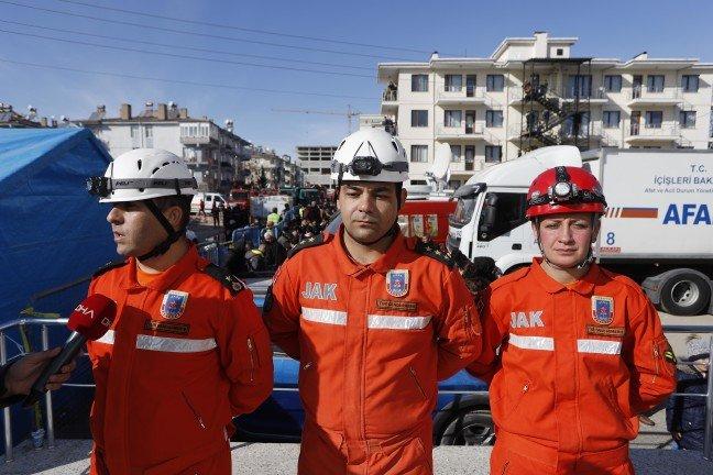 20-01/27/nusra-bebek-ve-annesini-kurtaran-jak-ekipleri-o-anlari-gozyaslariyla-anlatti_4103_dhaphoto1.jpg